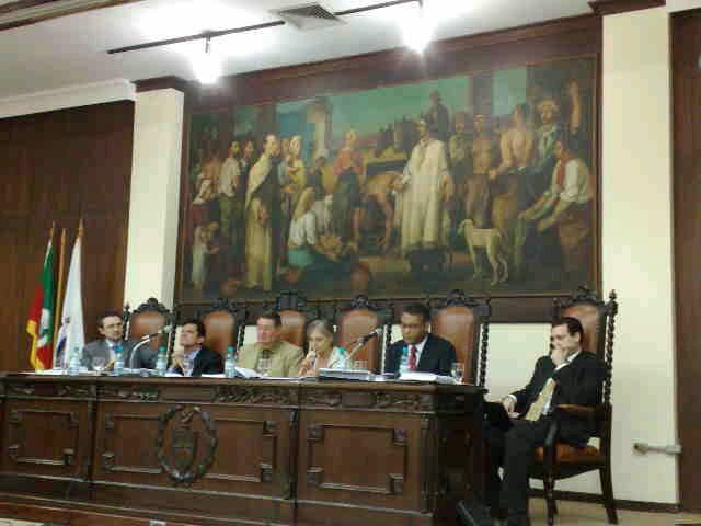 Membros da banca no Salão Nobre da Faculdade de Direito da UFRGS.