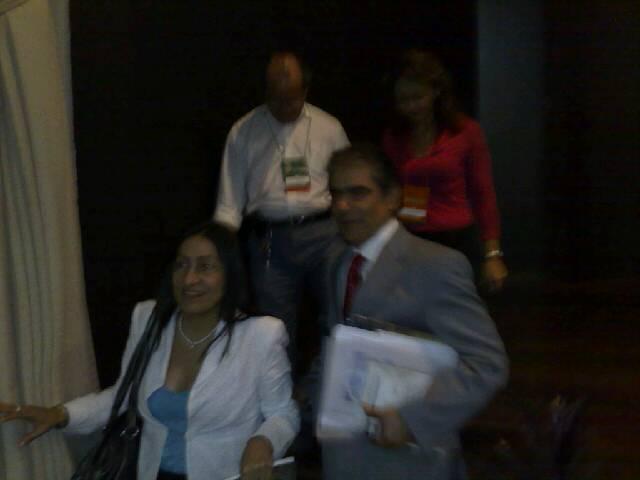 Ministro se retirando da palestra após ter sido aplaudido de pé pelos magistrados presentes no CONAMAT
