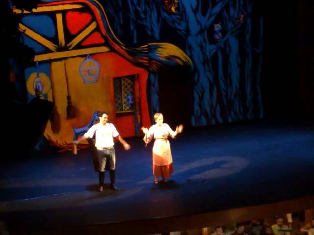 Cena da ópera João e Maria - ensaio em Manaus